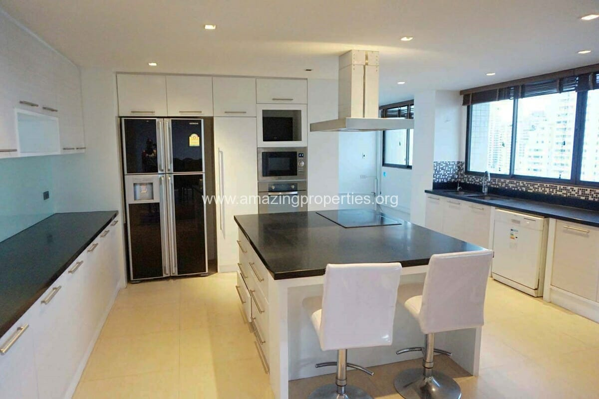 4 bedroom Apartment for rent in Asoke