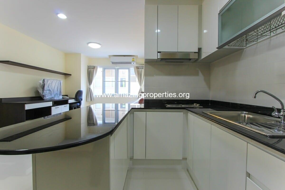 charming-resident-2-bedroom-apartment-ekkamai-for-rent-4
