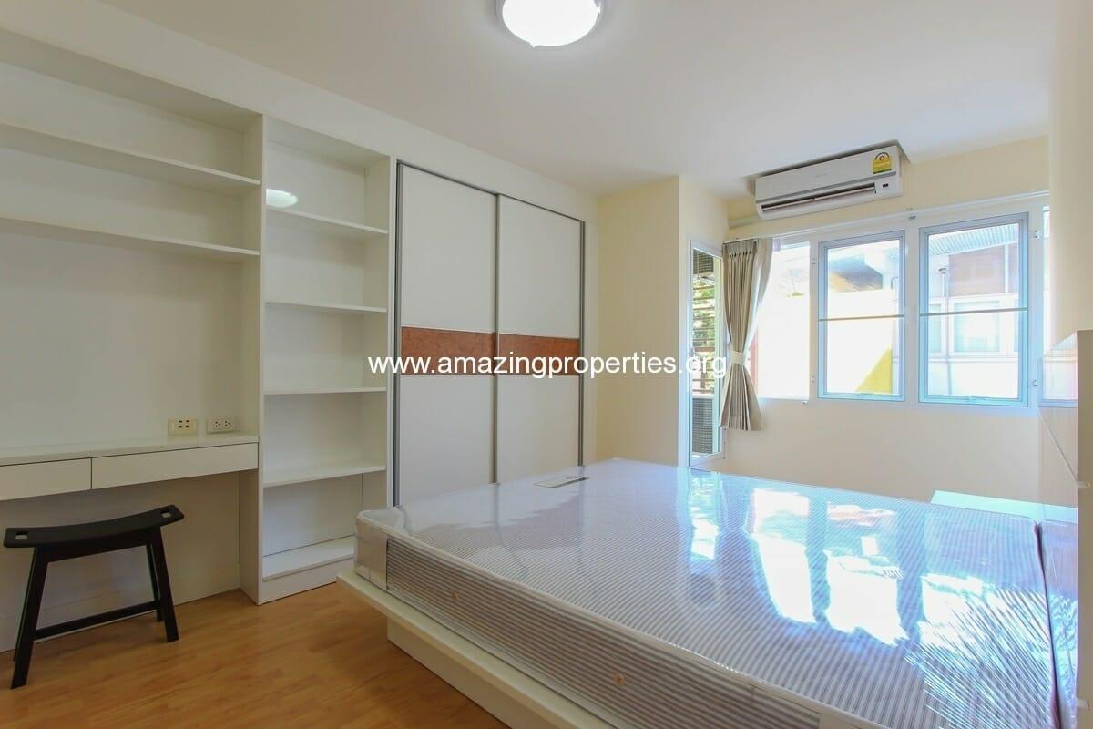 charming-resident-2-bedroom-apartment-ekkamai-for-rent-5