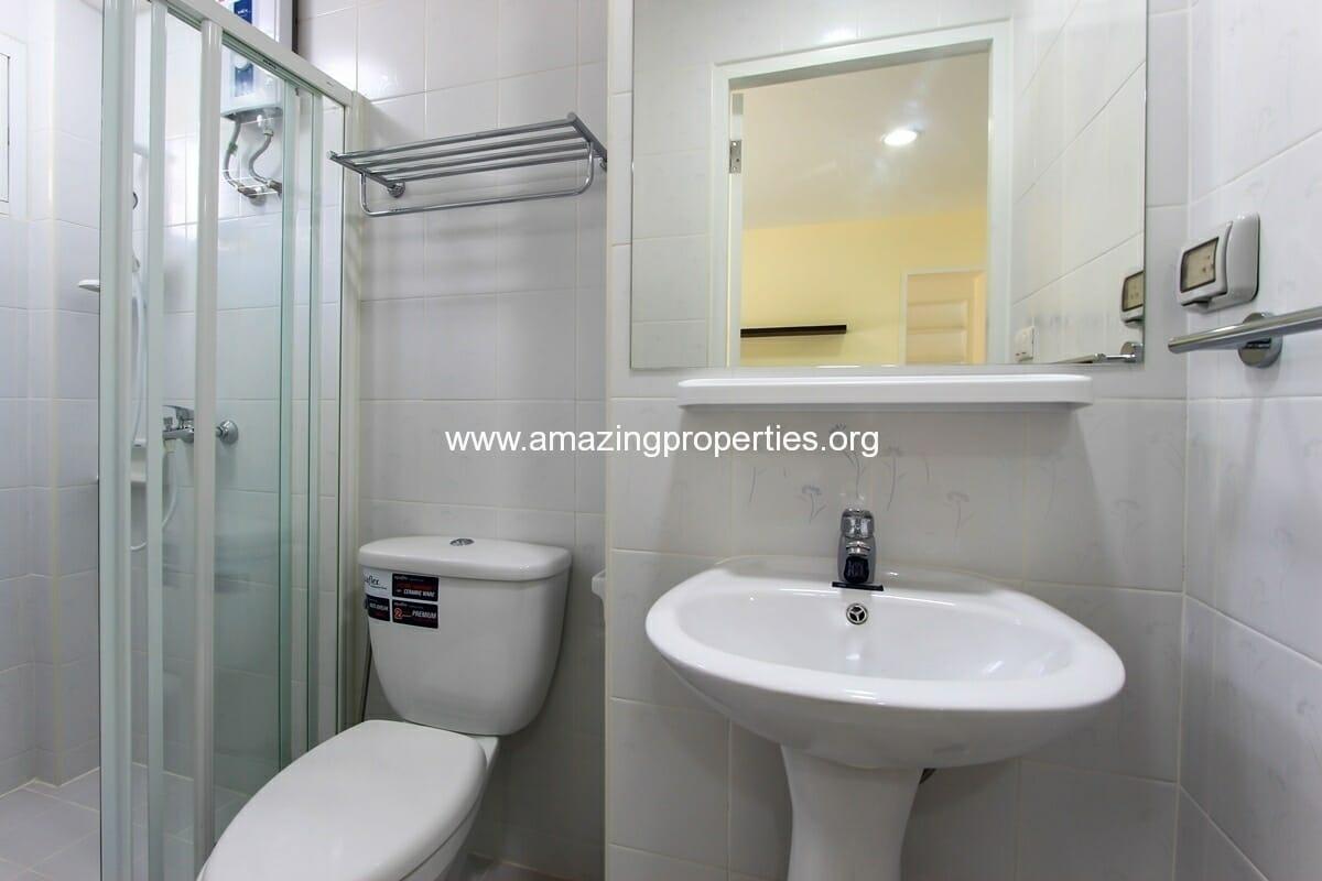 charming-resident-2-bedroom-apartment-ekkamai-for-rent-6
