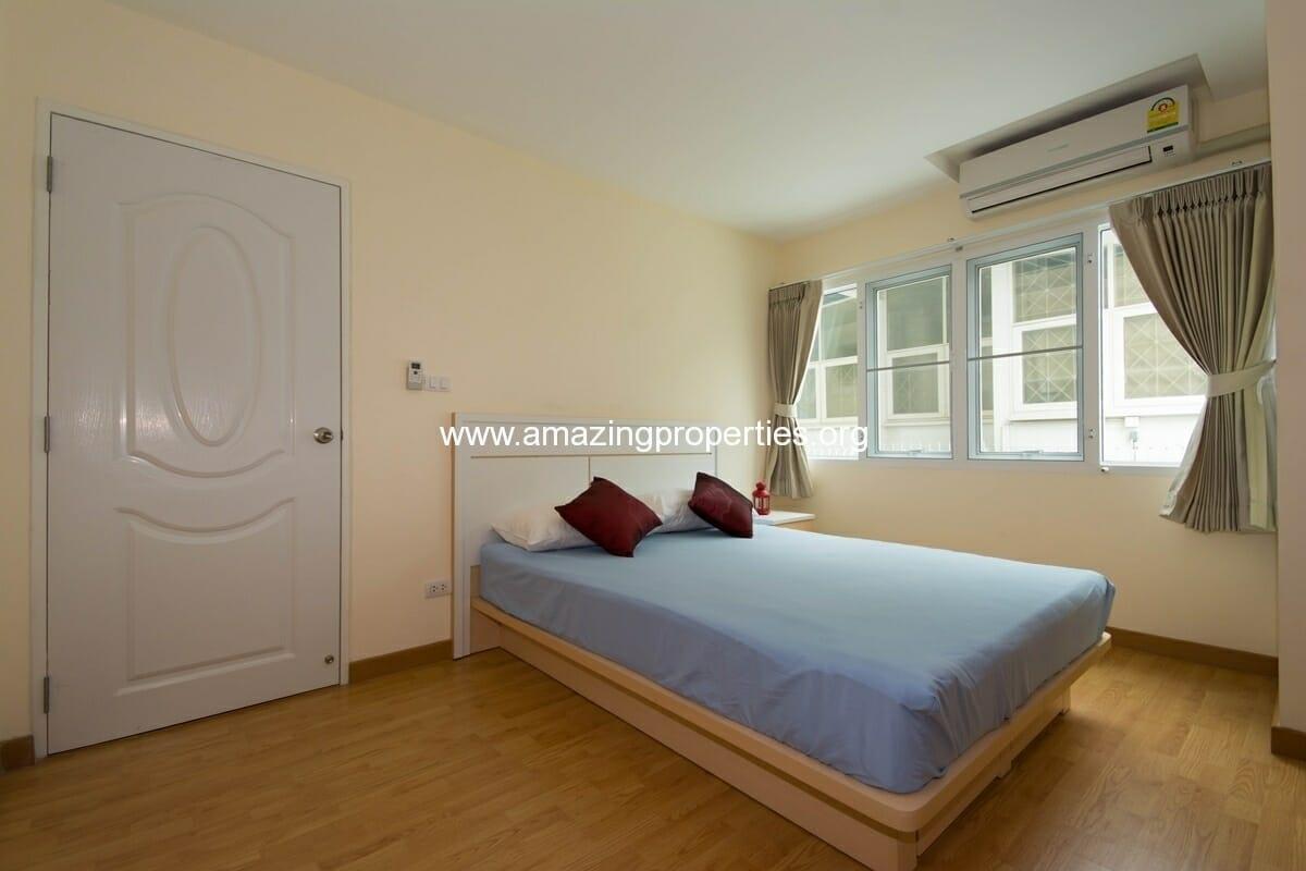 charming-resident-2-bedroom-apartment-ekkamai-5