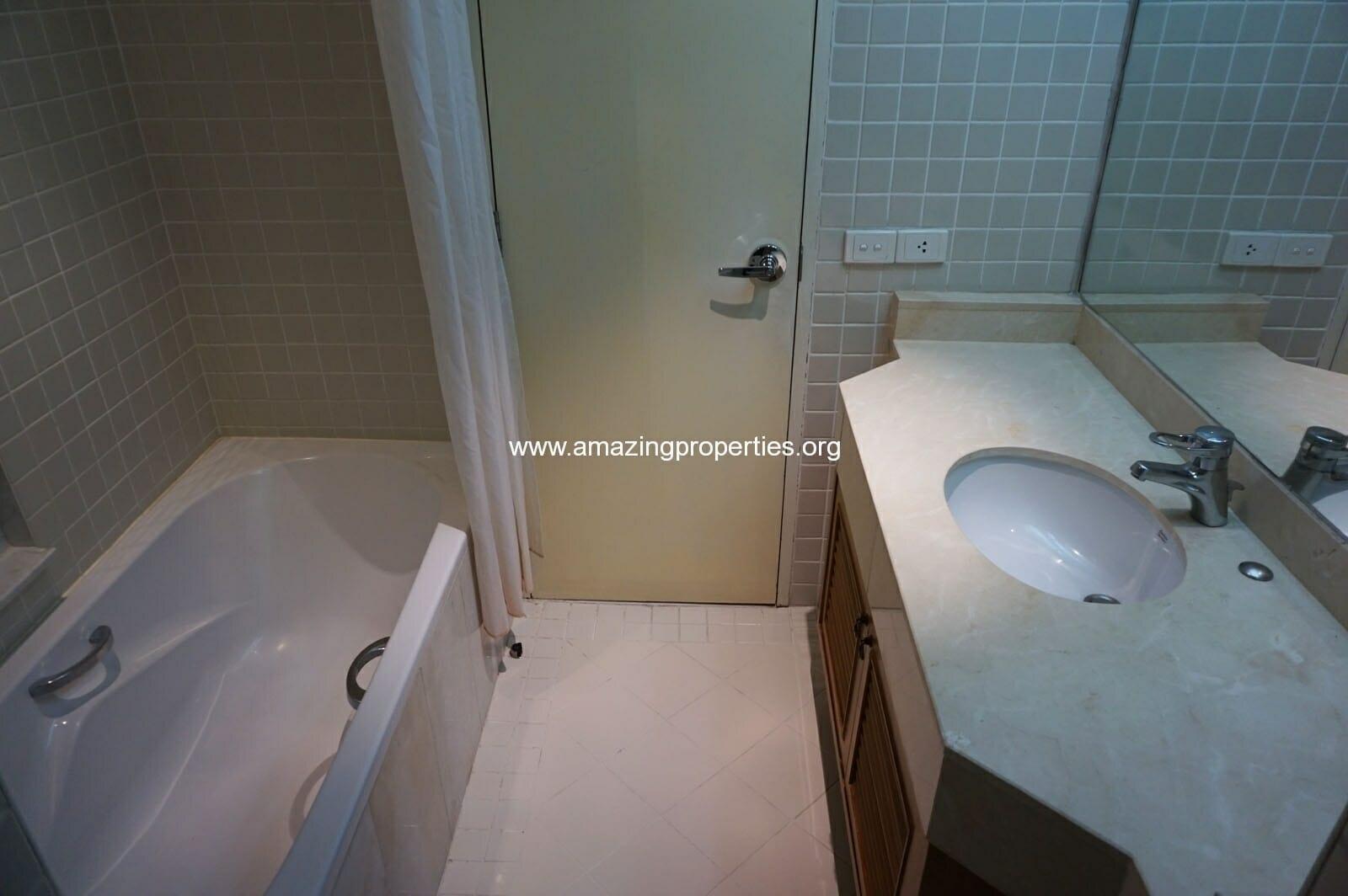 2 bedroom condo Langsuan Ville-11
