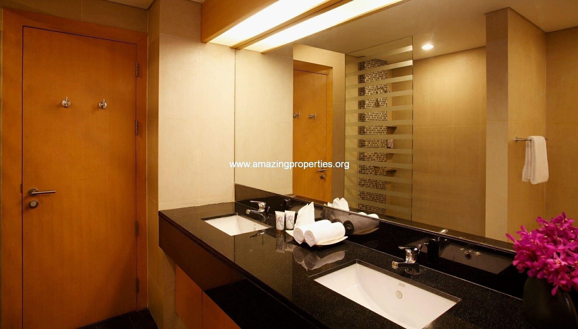 Ekkamai Gardens 3 bedroom bathroom