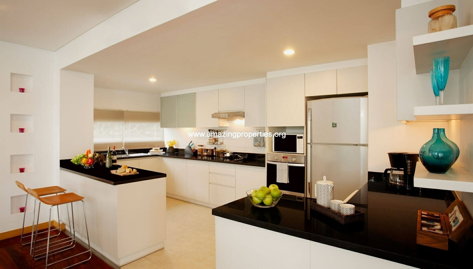 Ekkamai Gardens 3 bedroom kitchen