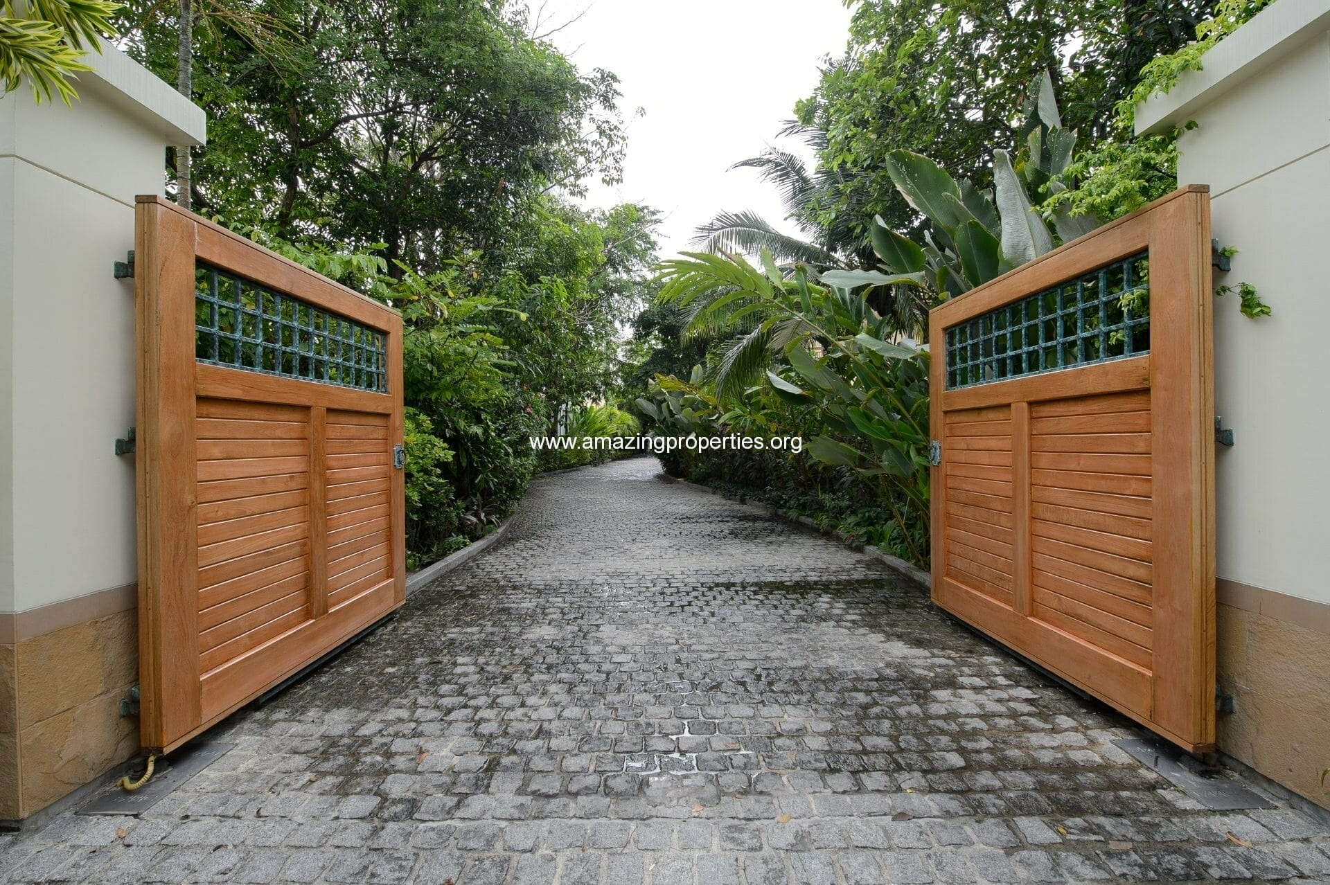 Entrance-Gate-Open-from-Driveway