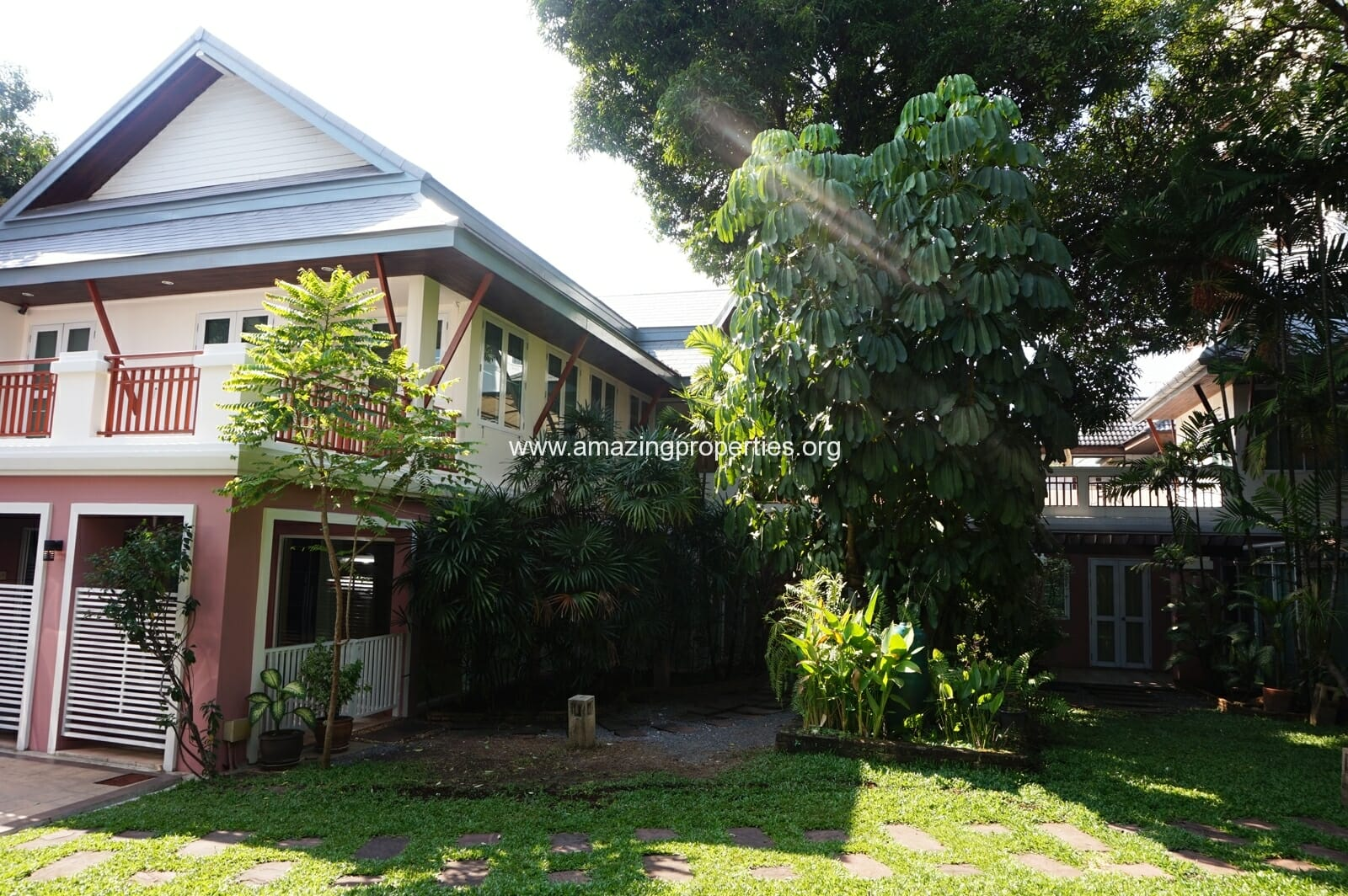 Ekkamai House-17