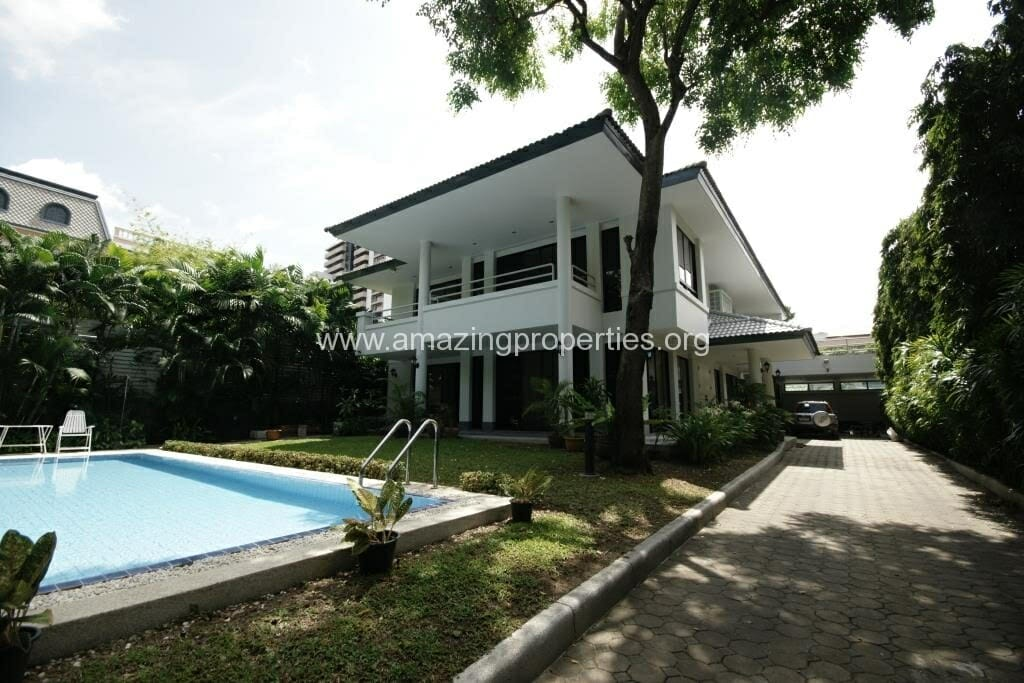 Ekkamai House with Private pool for Rent