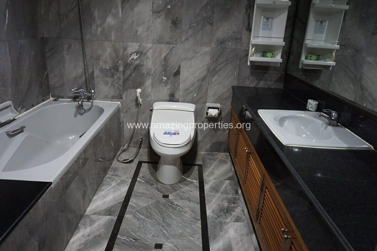 3 Bedroom Condo Ruamsuk Condominium-16