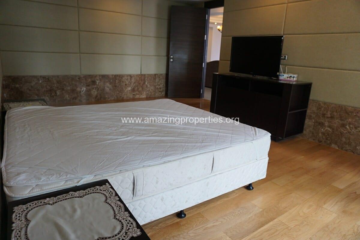 4 Bedroom Condo Ideal 24-25