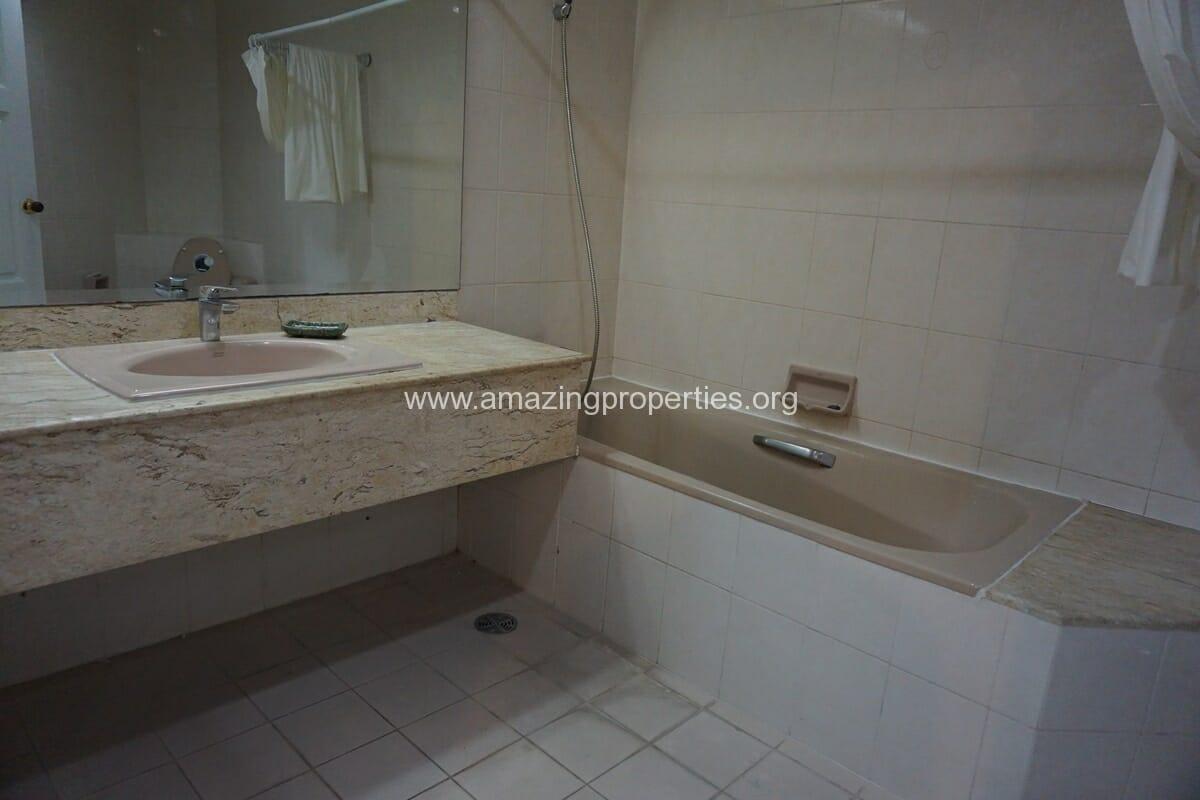 4 Bedroom Condo Ruamsuk Condominium-11