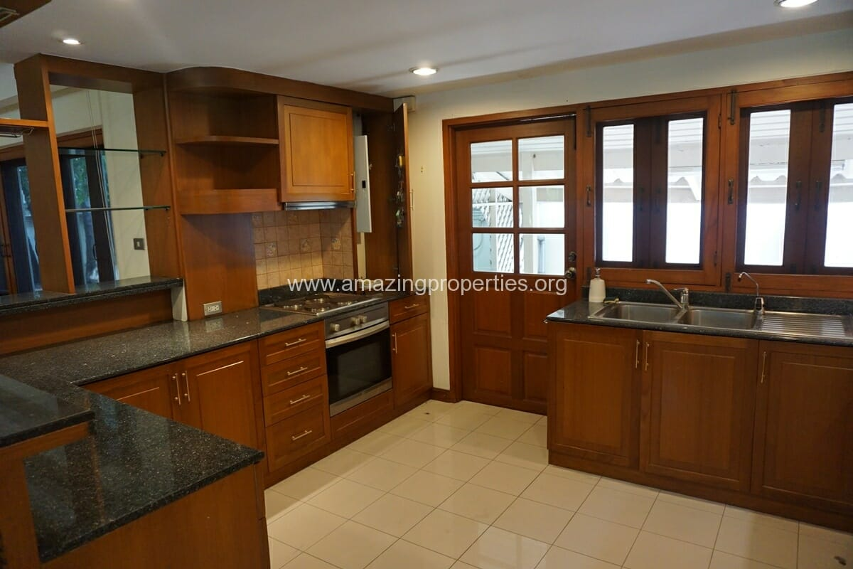 4 Bedroom Phrom Phong House-13