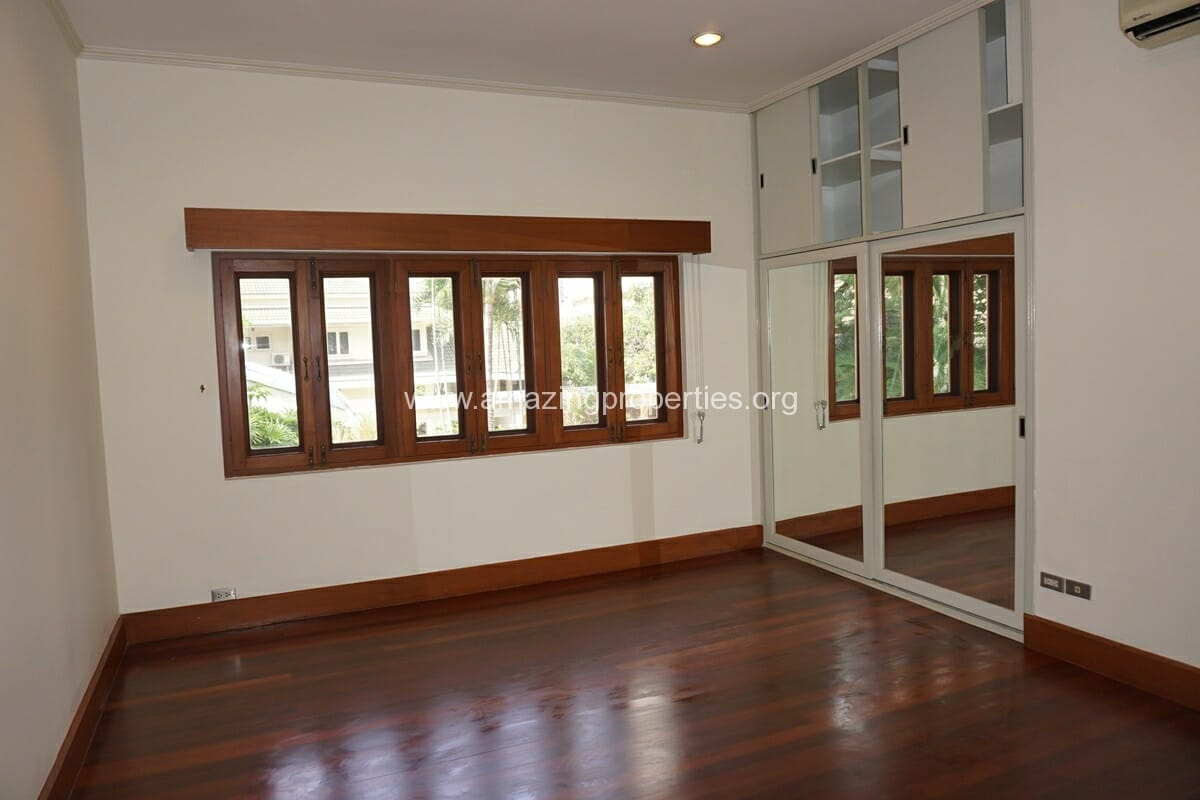 4 Bedroom Phrom Phong House-24