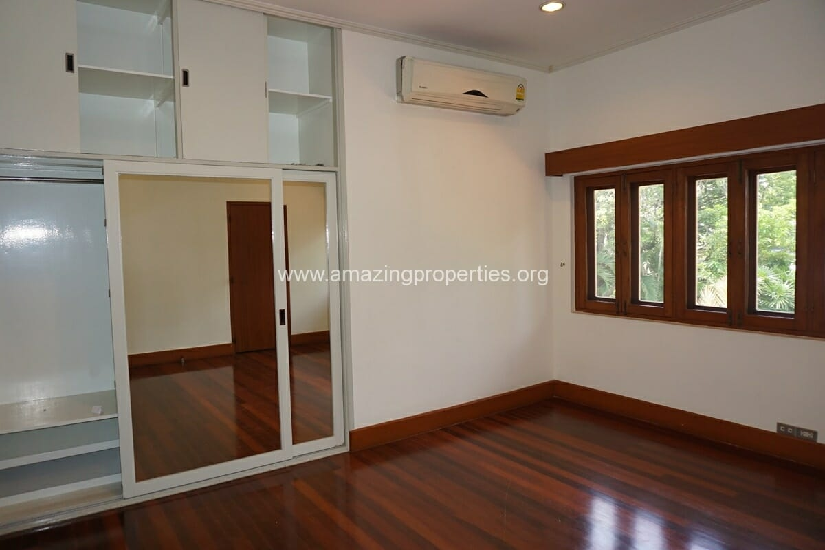 4 Bedroom Phrom Phong House-25