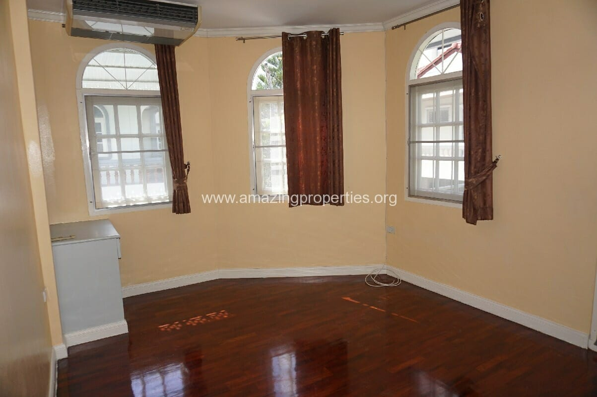 Phrom Phong House for Rent-12