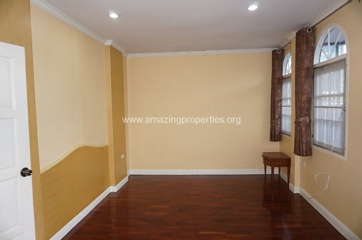 Phrom Phong House for Rent-8