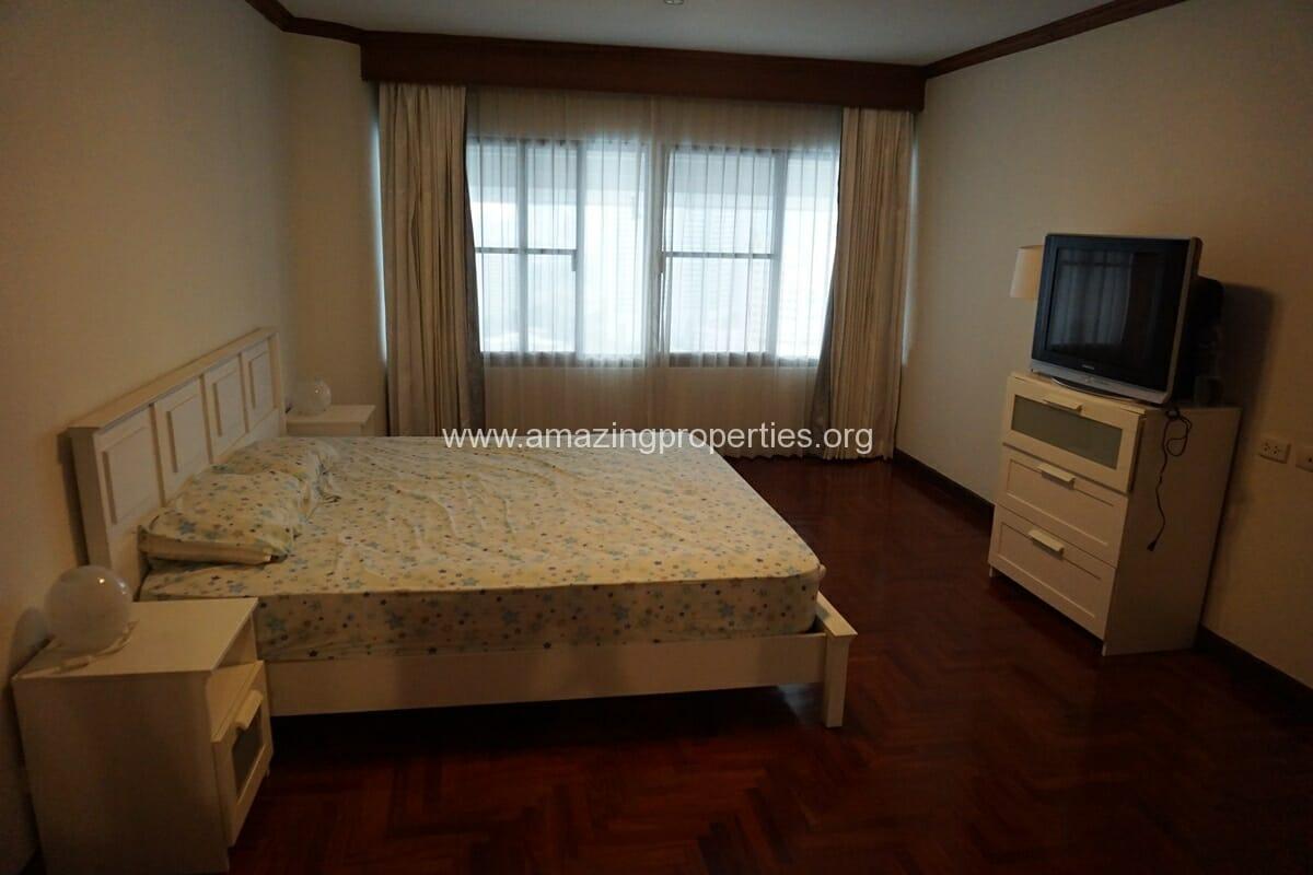 Le Raffine Sukhumvit 24 3 Bedroom Condo-11