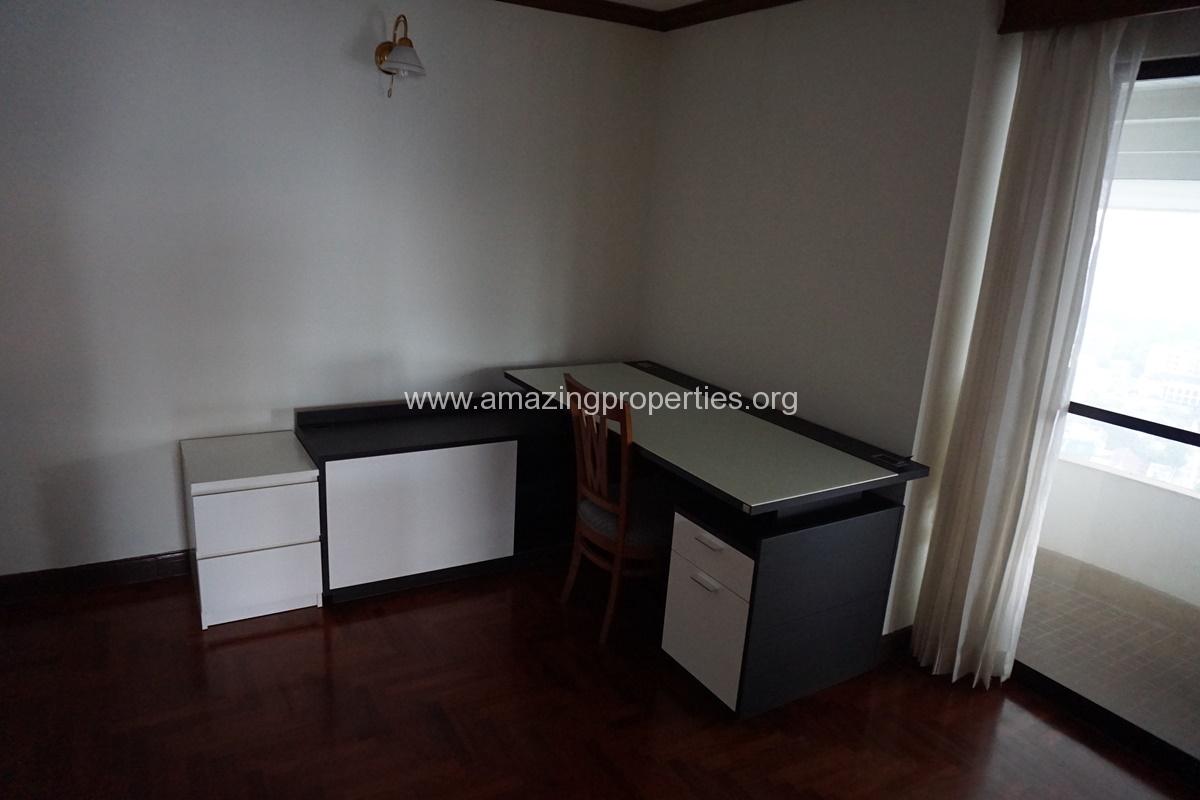 Le Raffine Sukhumvit 24 3 Bedroom Condo-15