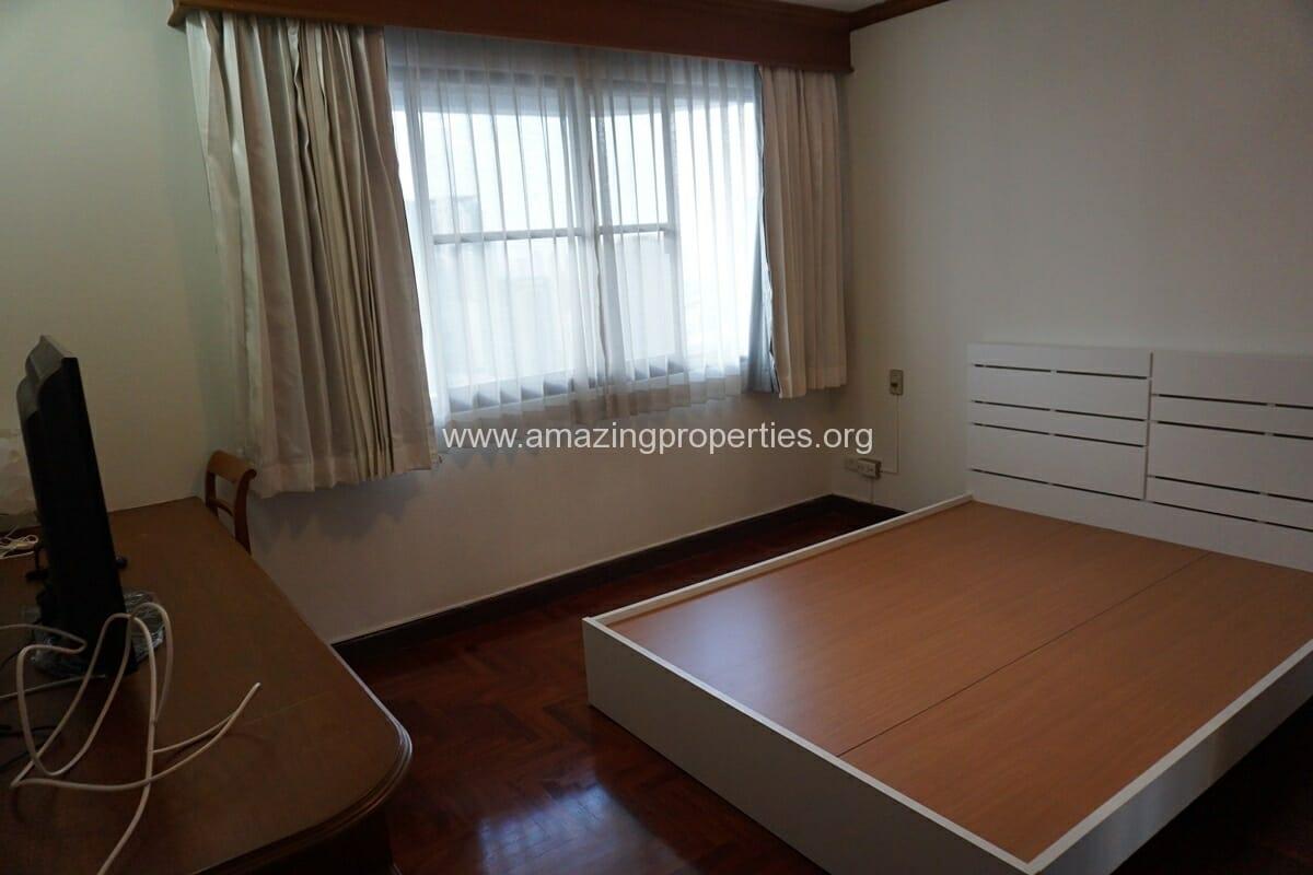 Le Raffine Sukhumvit 24 3 Bedroom Condo-16