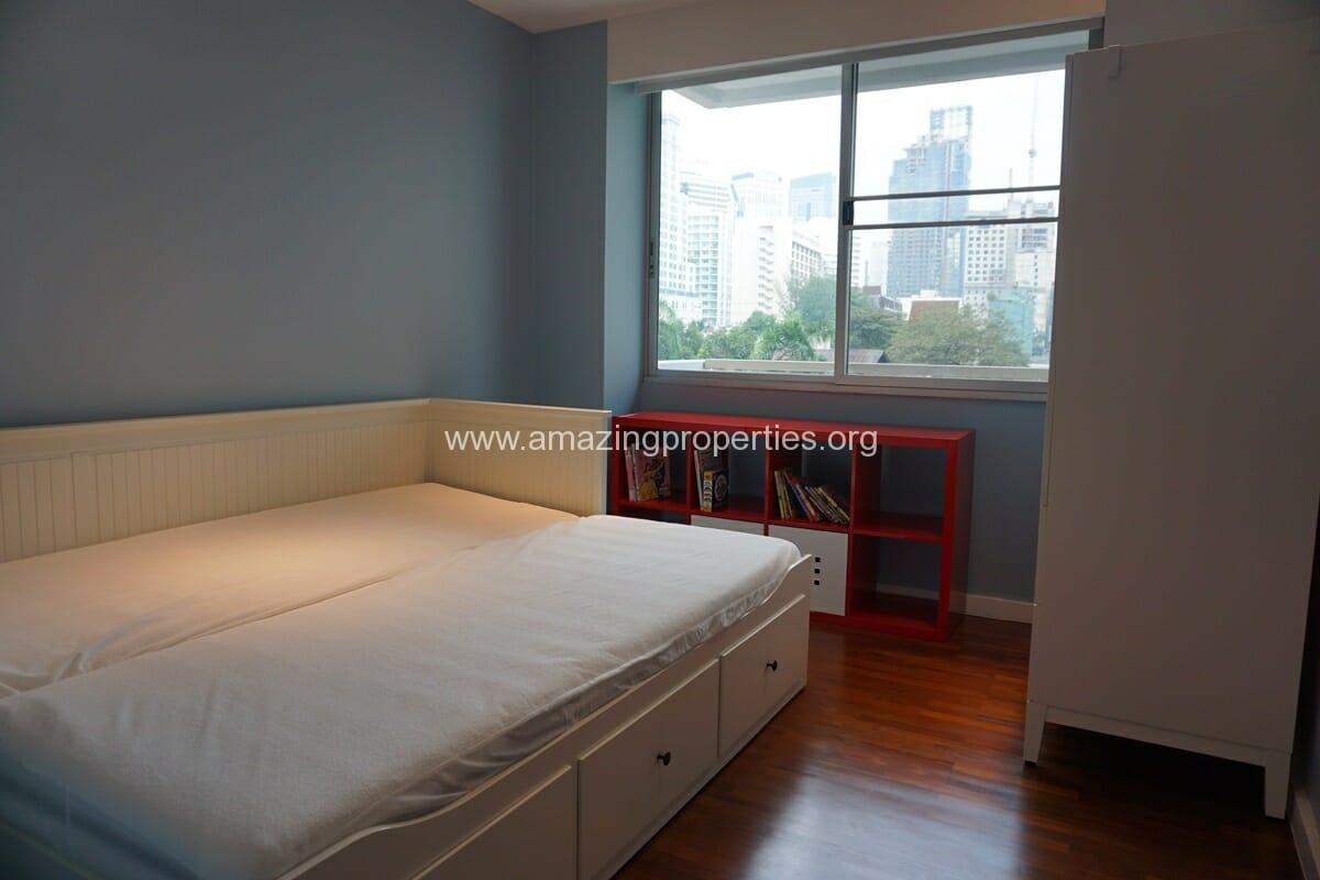 2 Bedroom Condo Noble House Ruamrudee-10