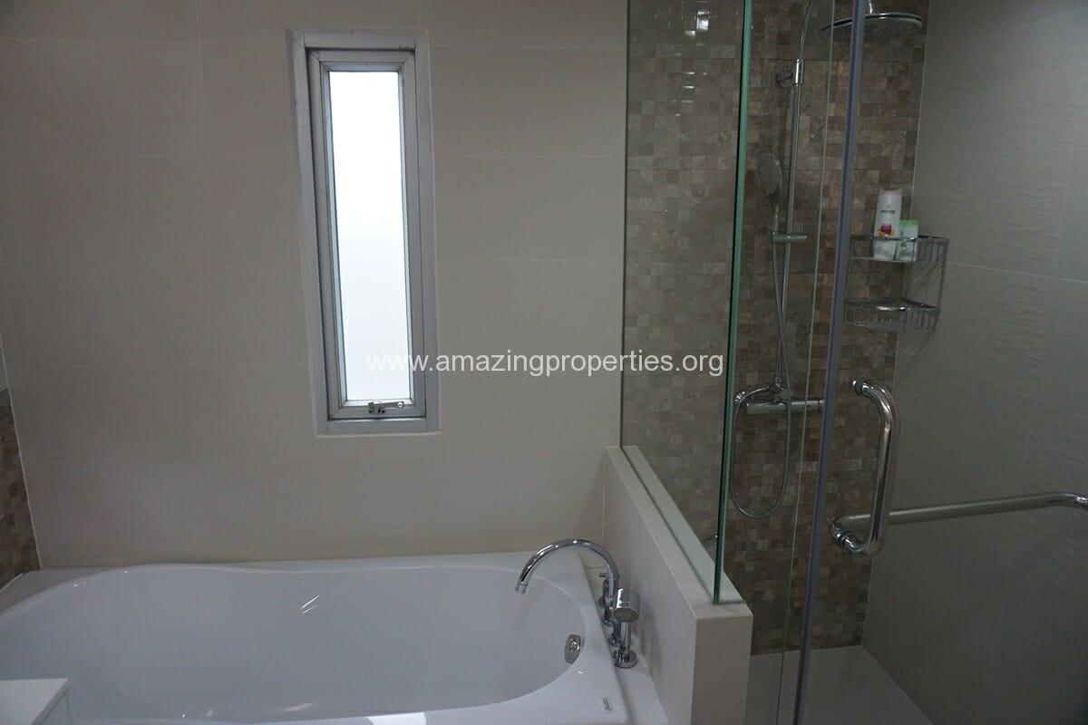 2 Bedroom Condo Noble House Ruamrudee-18