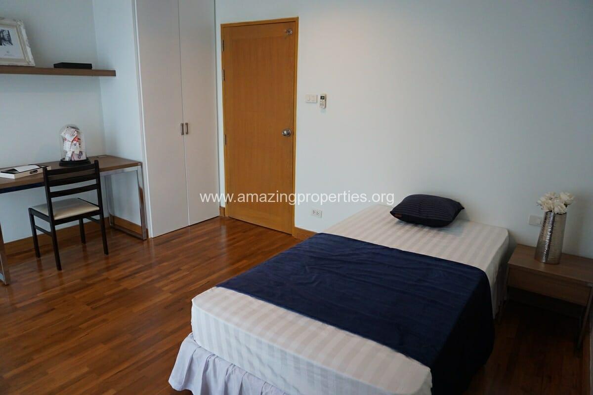 3 bedroom apartment Queens Park View-14