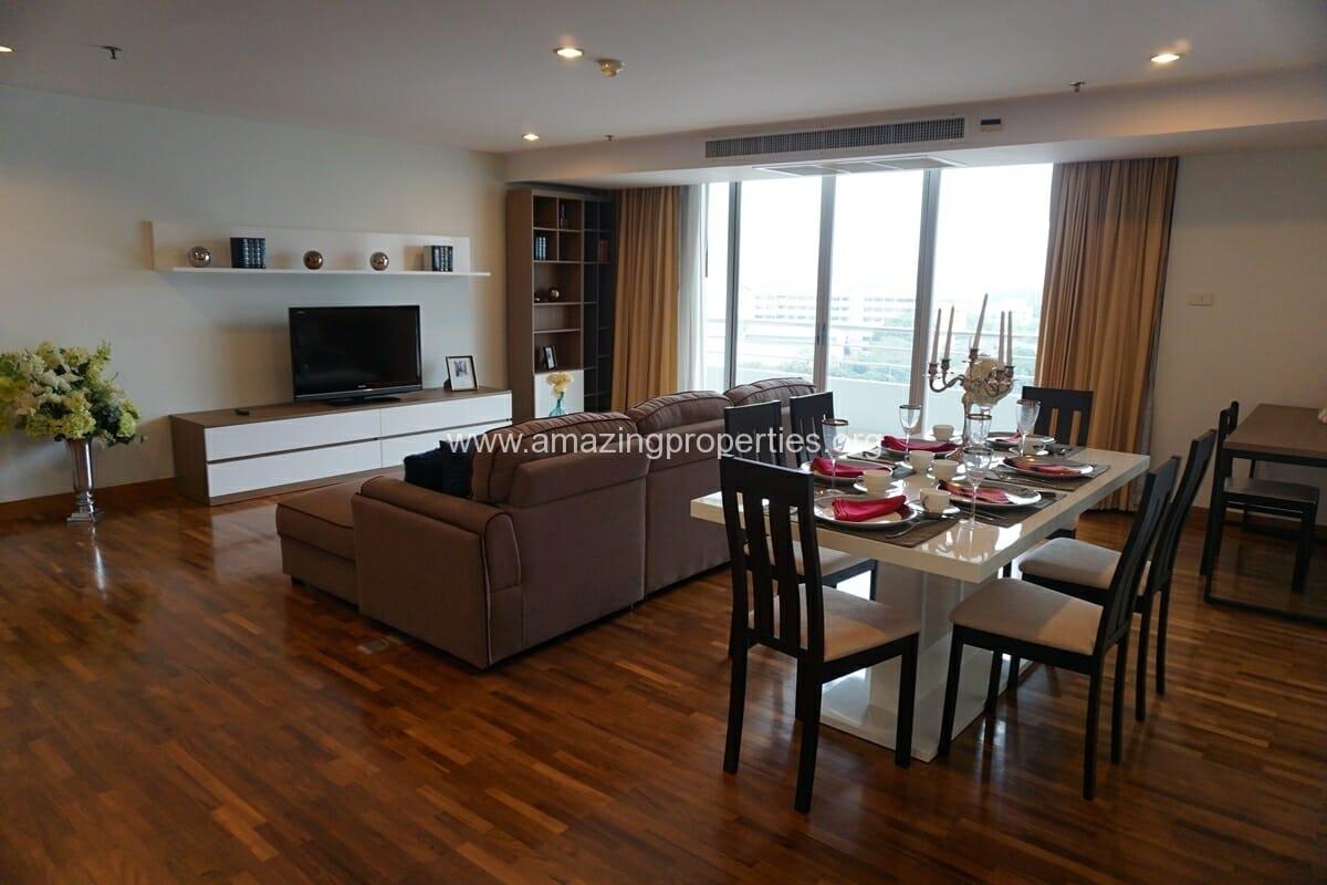 3 bedroom apartment Queens Park View