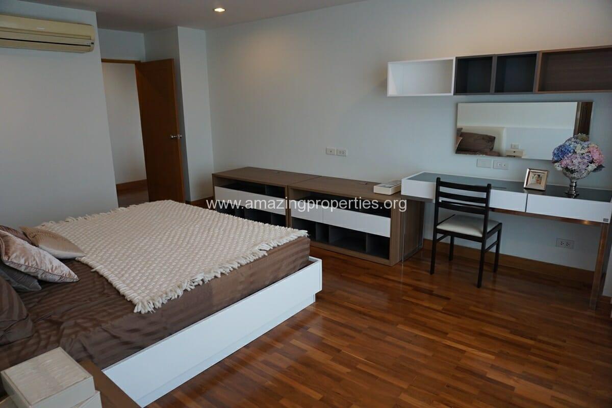 3 bedroom apartment Queens Park View-8