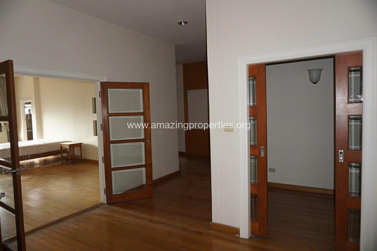 4 Bedroom Penthouse Baan Phansiri-24