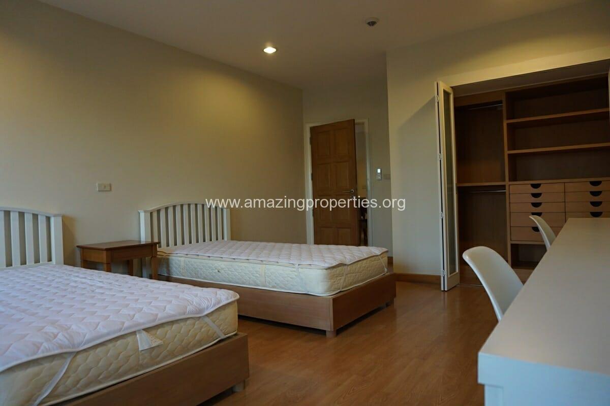 4 bedroom Baan Phansiri-11