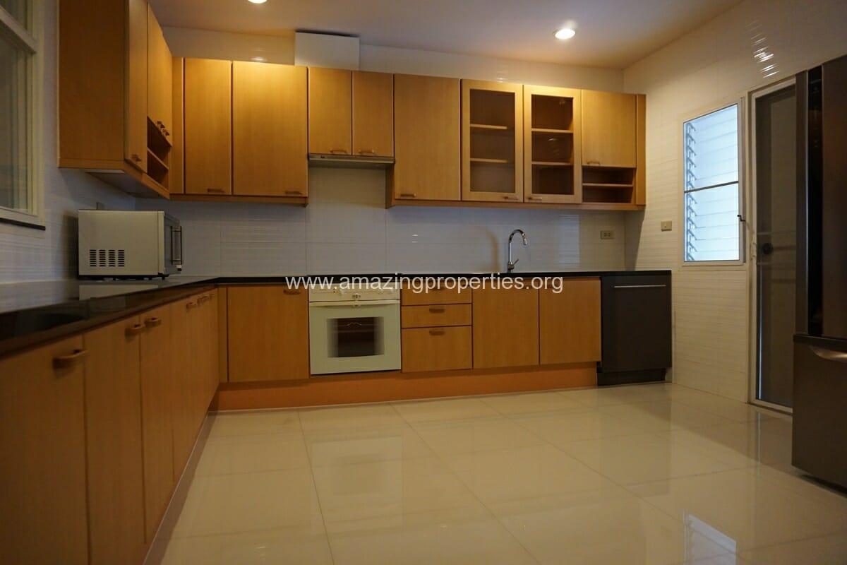 4 bedroom Baan Phansiri-6