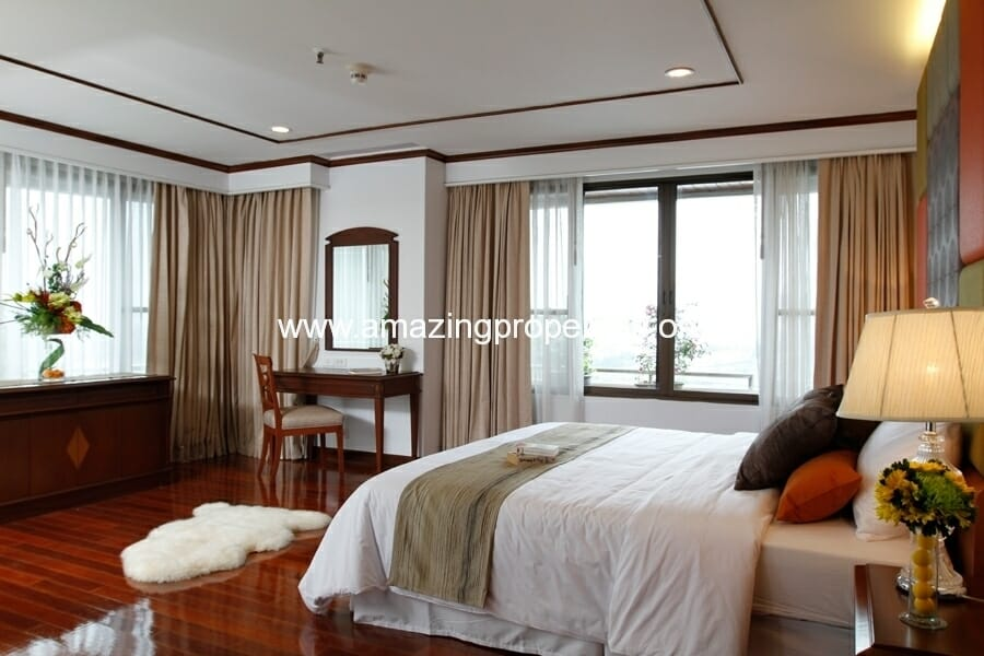 3+1 Bedroom Apartment in Asoke-1