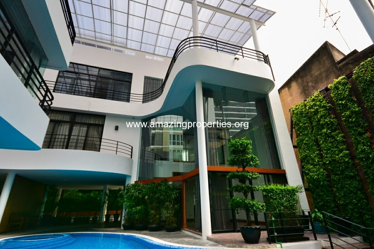 Phrom Phong House for Rent