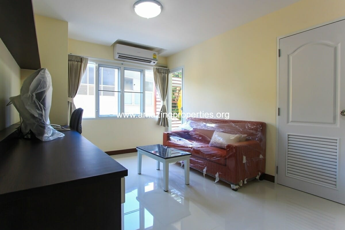 Charming Resident 2 bedroom apartment Ekkamai for Rent