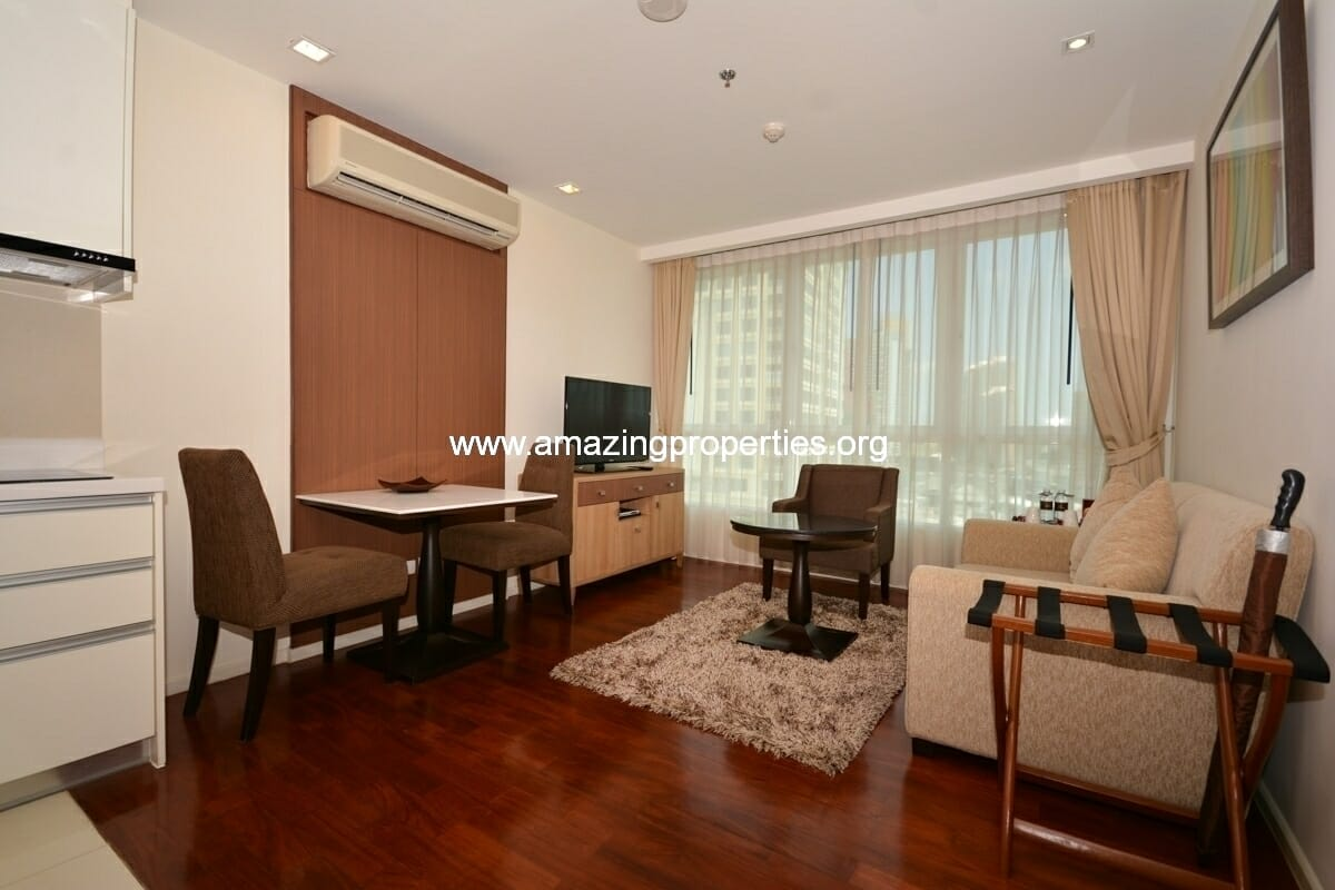 1 bedroom Serviced apartment in Asoke