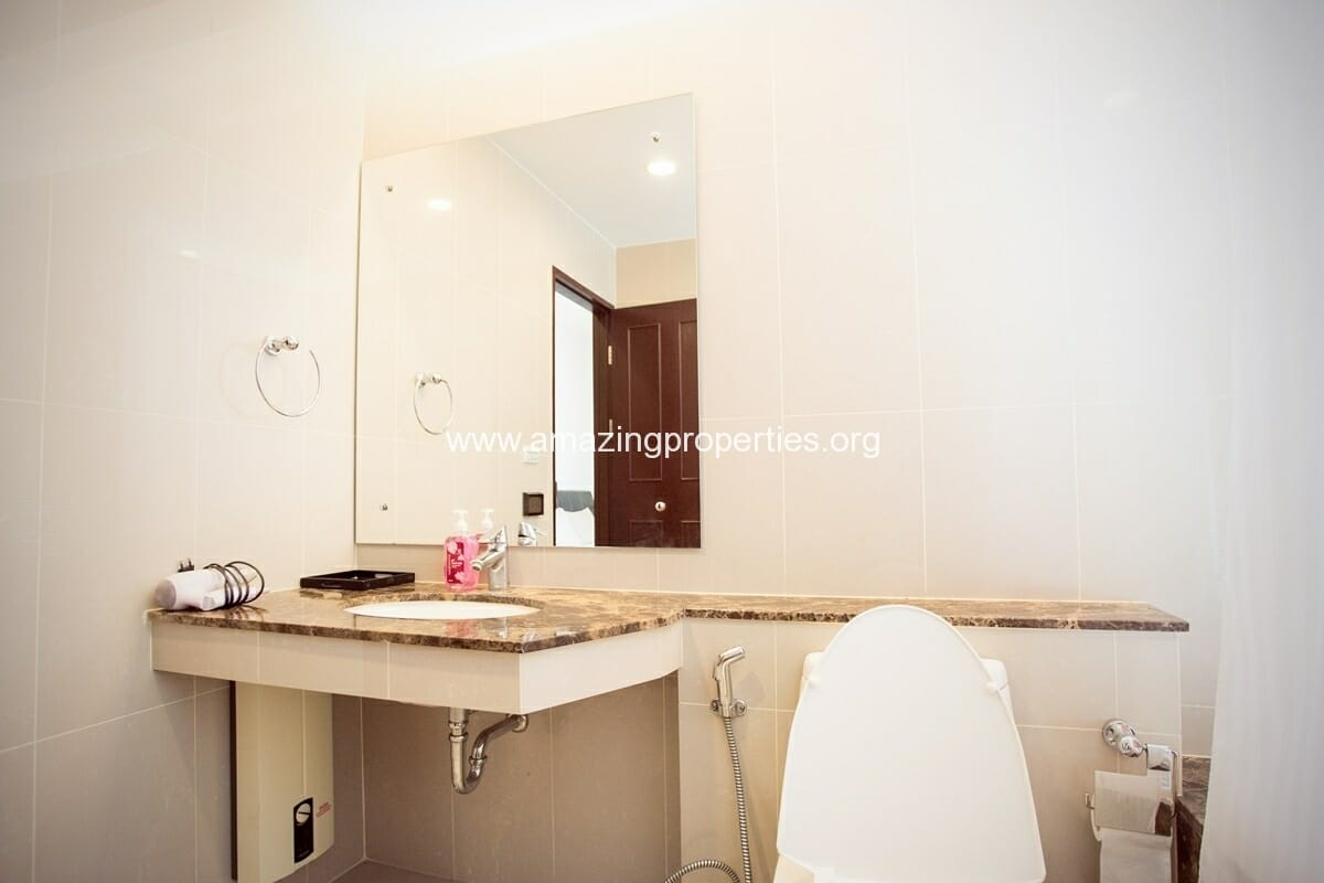 modern 2 bedroom condo for sale in the prime 11 this corner condo is