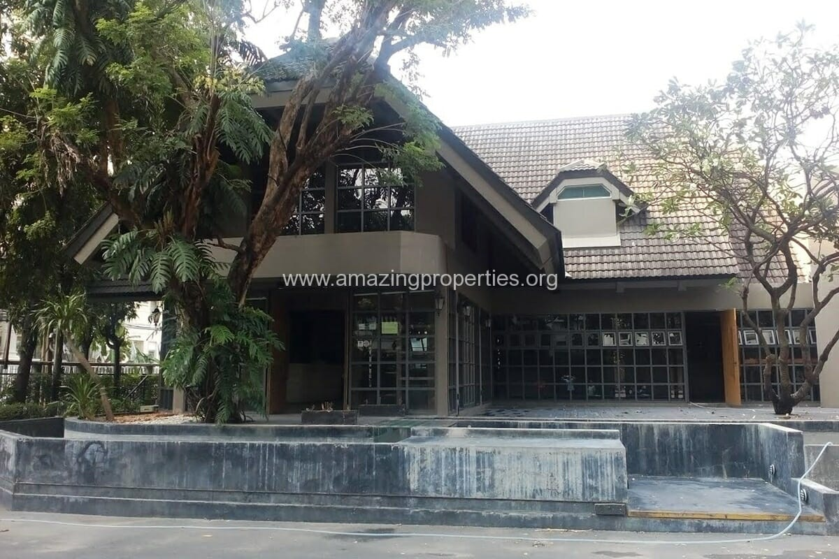 Nana House on 1 Rai land for Rent