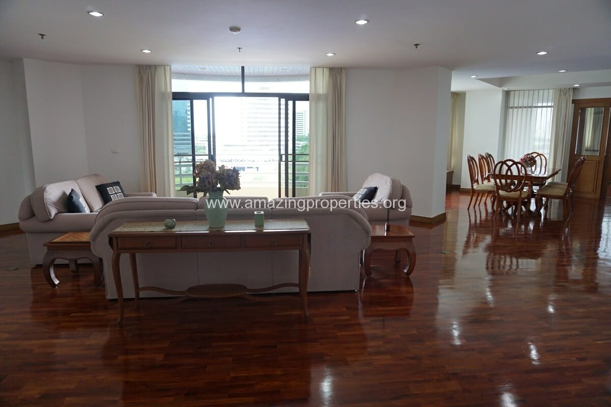 3 Bedroom Condo for Rent at Ruamsuk Condominium