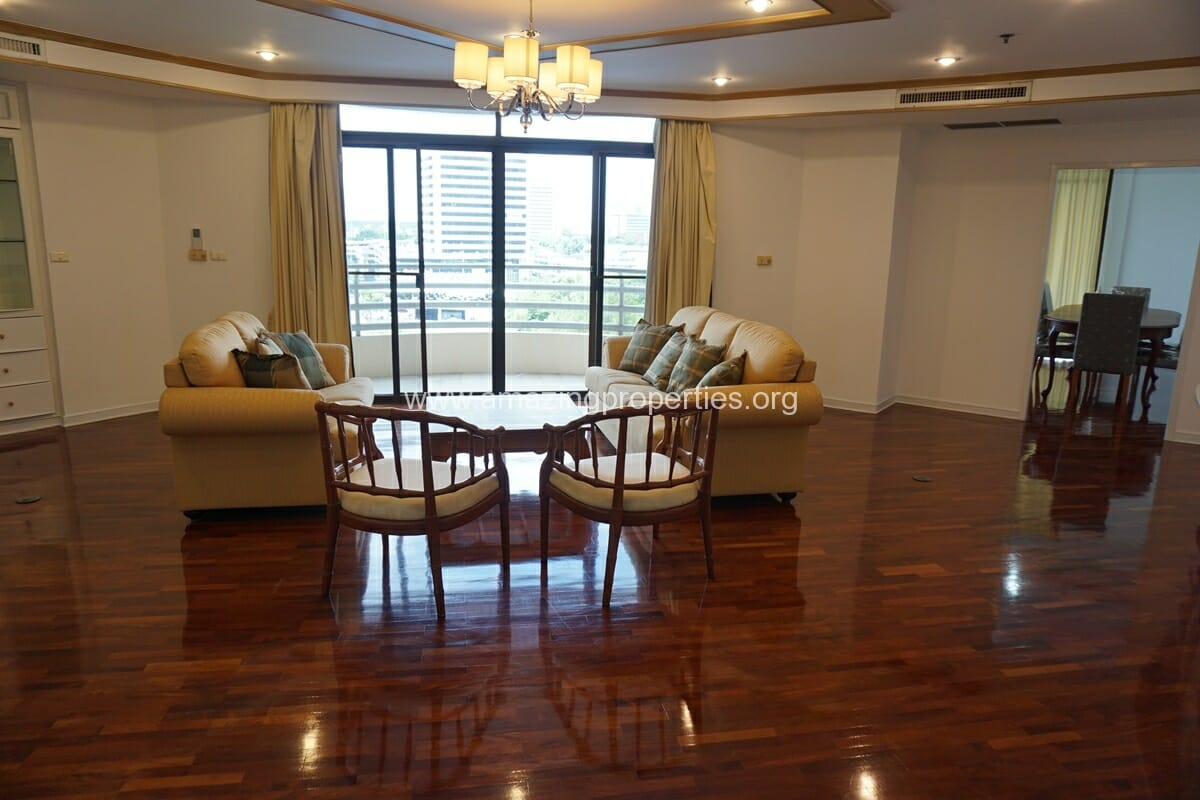 4 Bedroom Condo for Rent at Ruamsuk Condominium