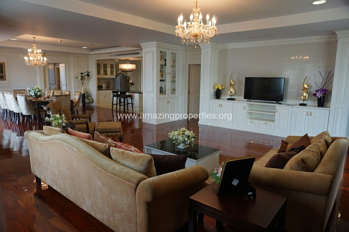 Penthouse with Garden for Rent at Piyathip Place